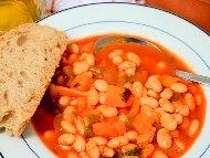 Бял боб (фасул) яхния по манастирски с лук, моркови, чушки, джоджен, домати и подправки със запръжка